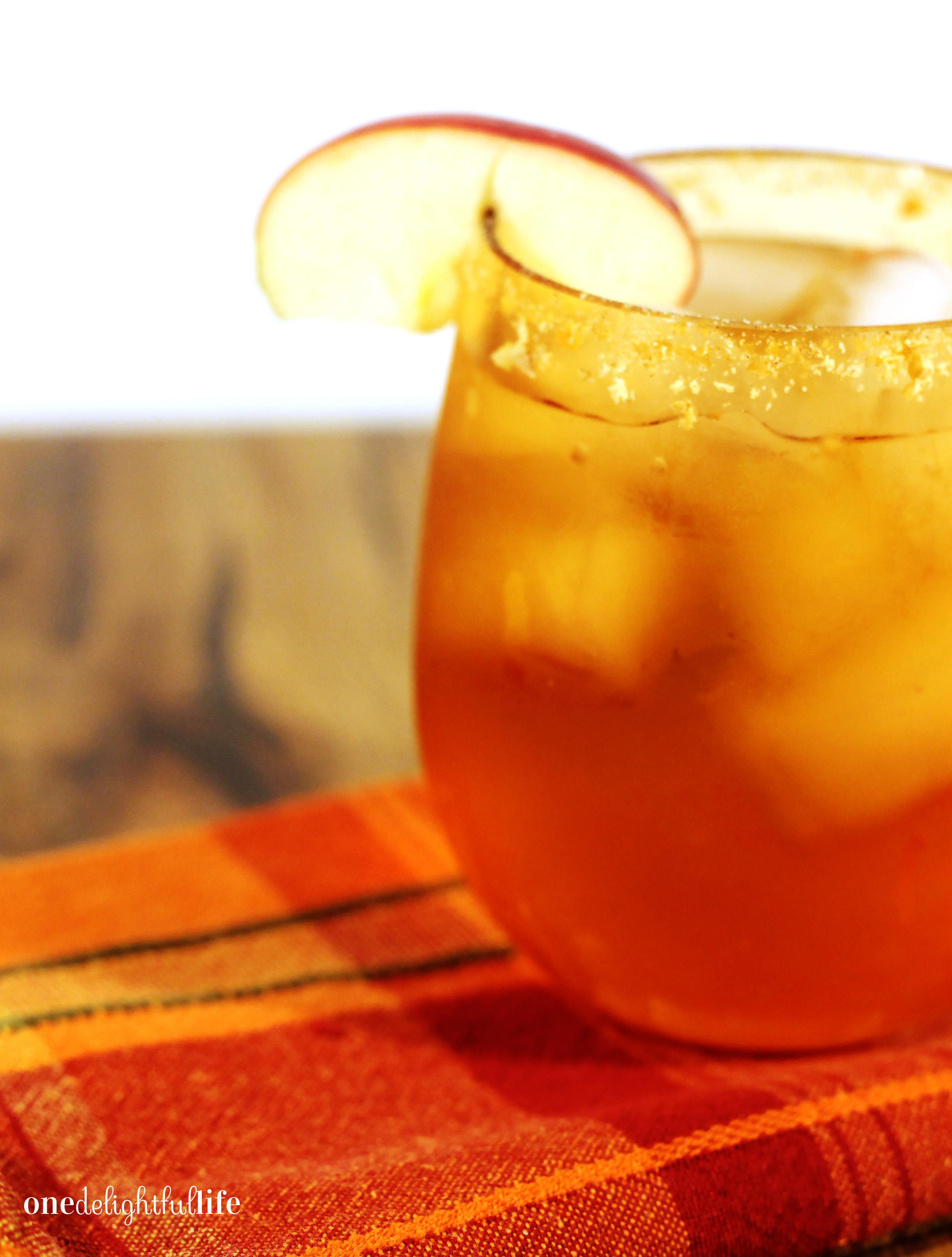 pumpkin-spice-and-everything-nice-apple-cocktail